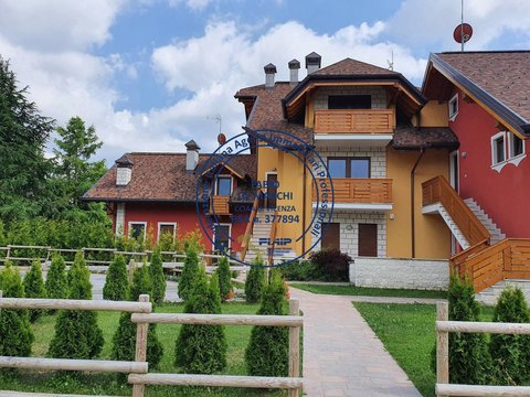Appartamento in vendita in Via Roma a Canove di Roana